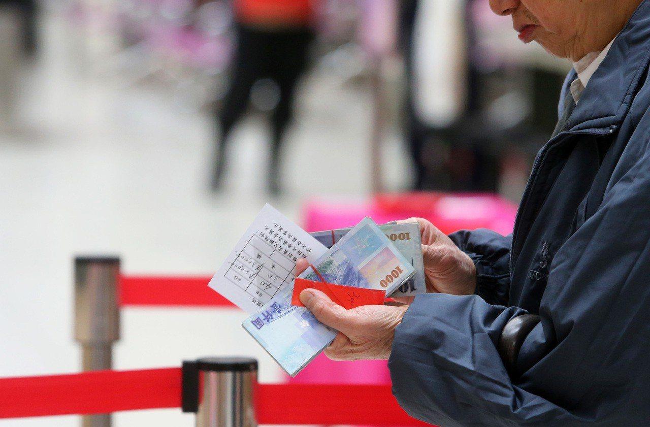 農曆春節即將到來,包括台灣銀行等七家銀行與中華郵政公司,全台共有454個指定據點...