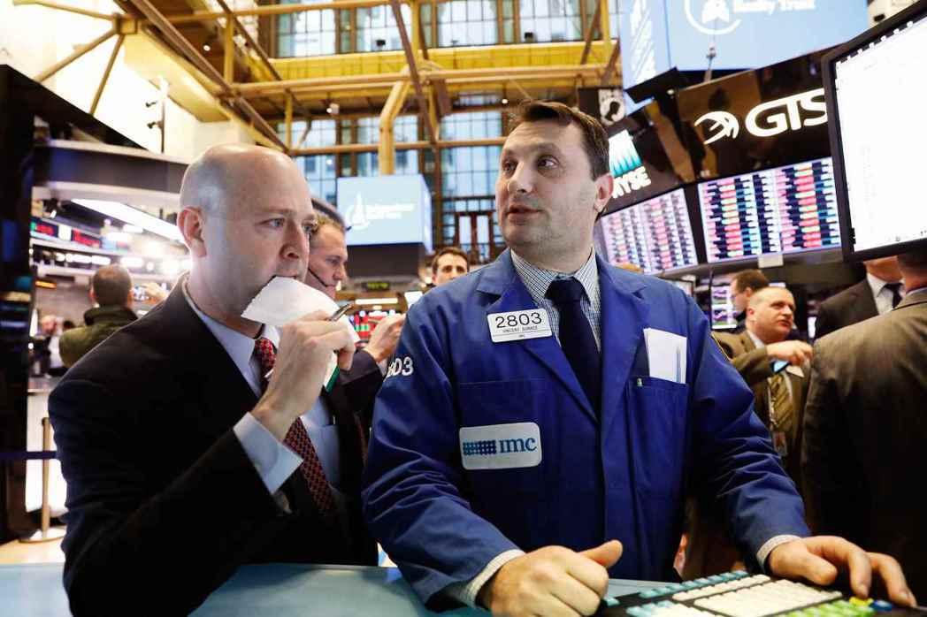 美股過去一週上下波動,道瓊工業指數及標準普爾500指數出現兩年來首次向下修正期。...