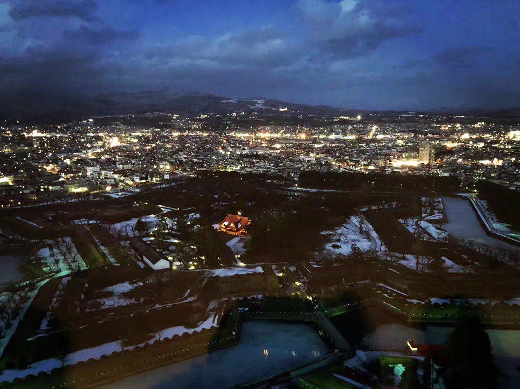 北海道五陵郭公園的璀璨夜景,適合用來投稿至「靚景組」影片唷! 圖/日本福安觀...