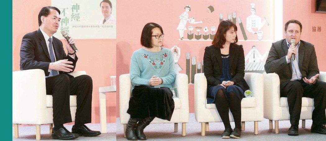 蔣永孝和聽眾分享行醫路(左圖),謝宜蓁(右圖左起)、江曉蕙、康尼森三位病友也在現...