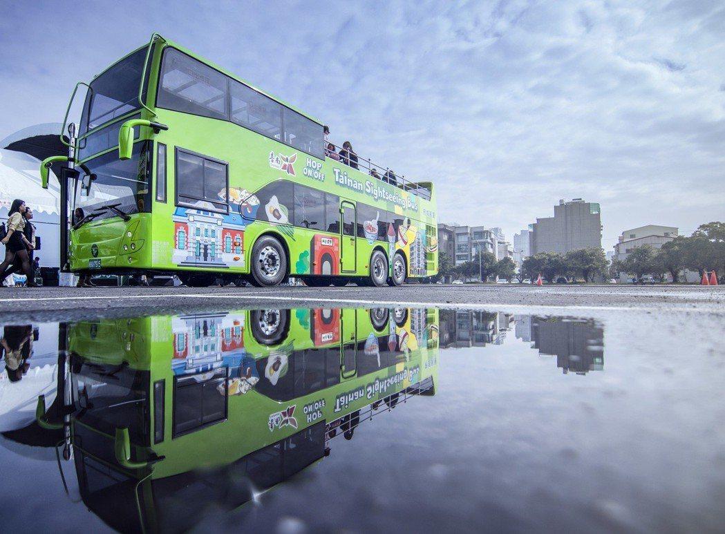 「雙層」巴士帶動台南「雙城」觀光,象徵台南的交通觀光好事成雙。 業者/提供