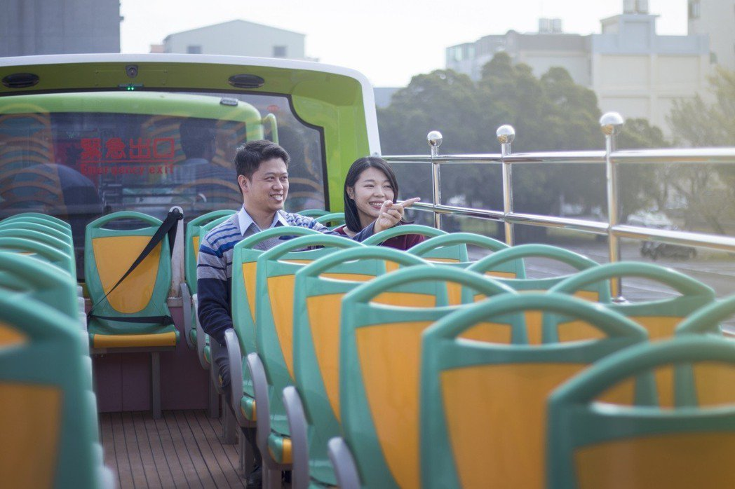 全新雙層巴士營運,上層座位視野良好,帶給來府城觀光的遊客全新感受。 業者/提供