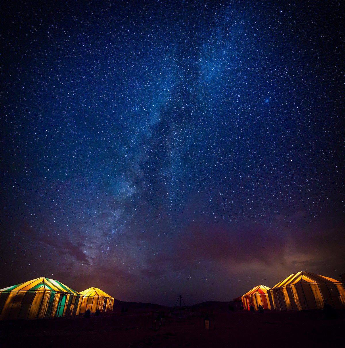 撒哈拉沙漠奢華營區,透著光的帳篷,看著觸手可及的銀河,是此生最夢幻的時刻。