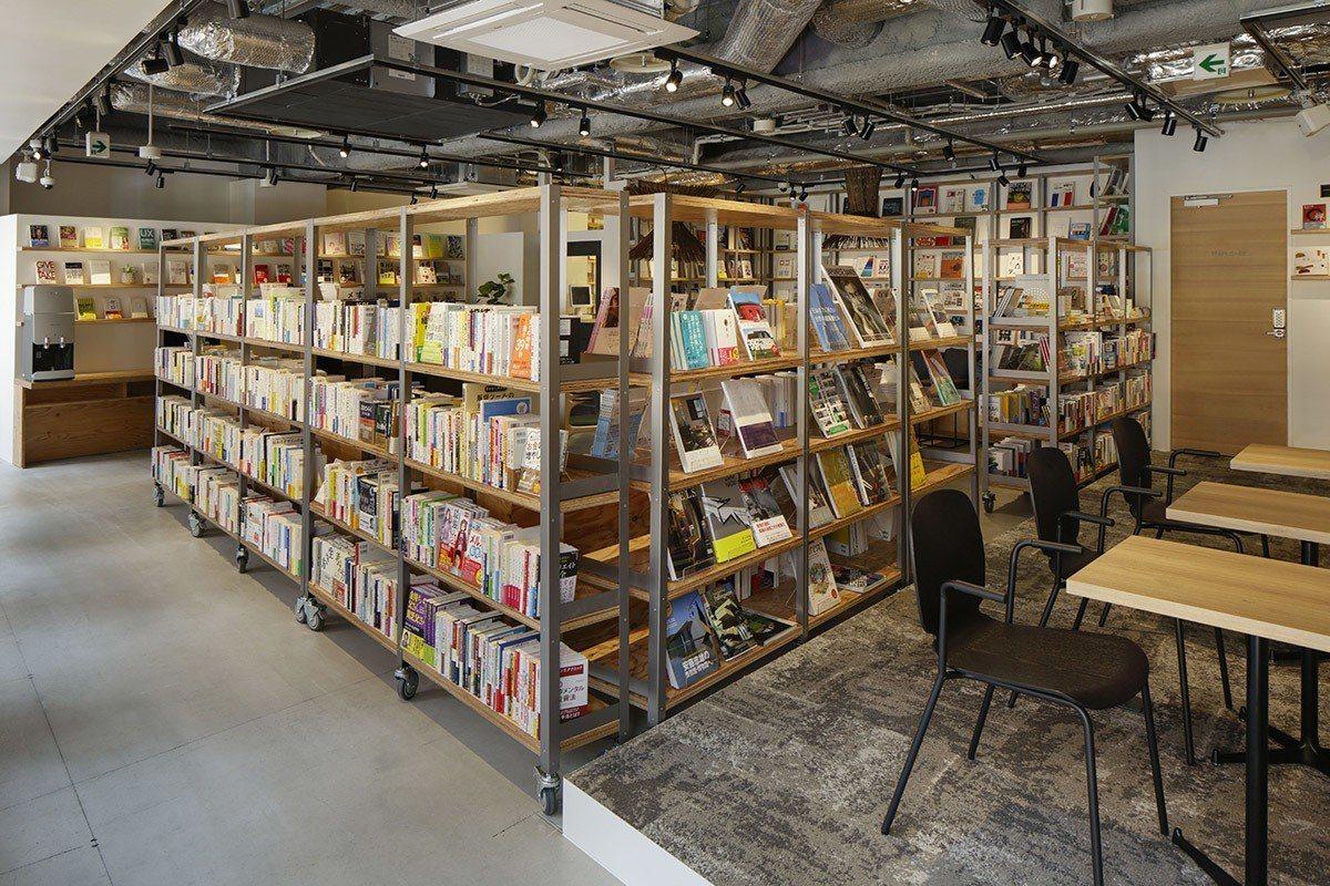 總共超過2萬冊藏書,讓人驚艷。
