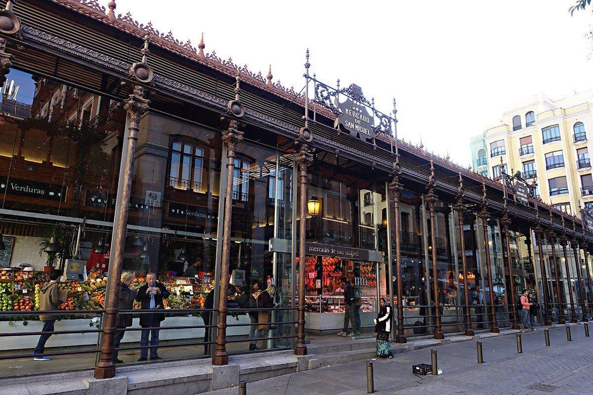 到聖米蓋爾市場可一次品嘗數十家特色Tapas攤。