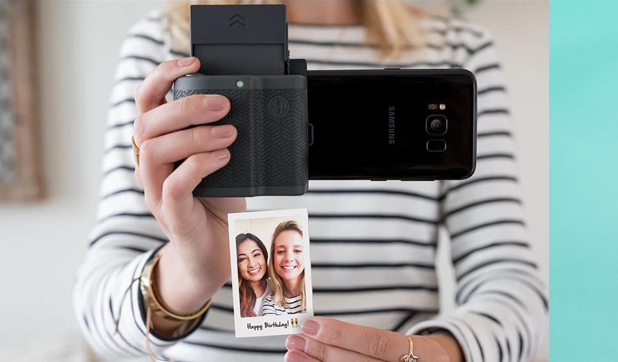 Prynt Pocket將iPhone變身拍立得。(圖/文 聯合數位文創提供)