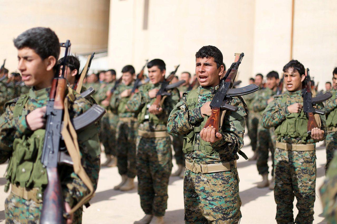 激進組織伊斯蘭國的「披頭四」劊子手團體最後兩名在逃成員於敘利亞遭美國支持的庫德民...
