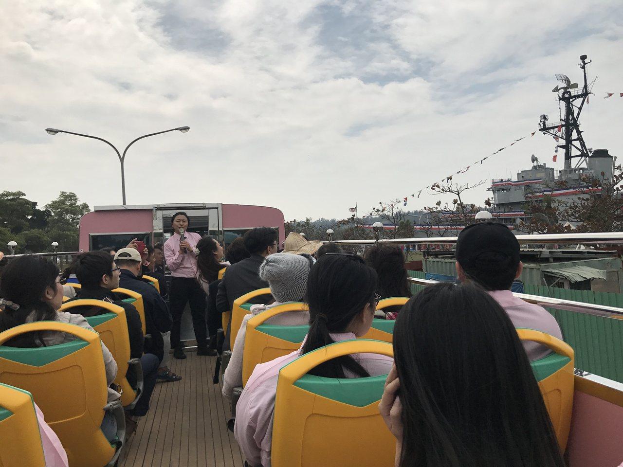 台南雙層巴士今啟航,明天正式上路。記者鄭維真/攝影