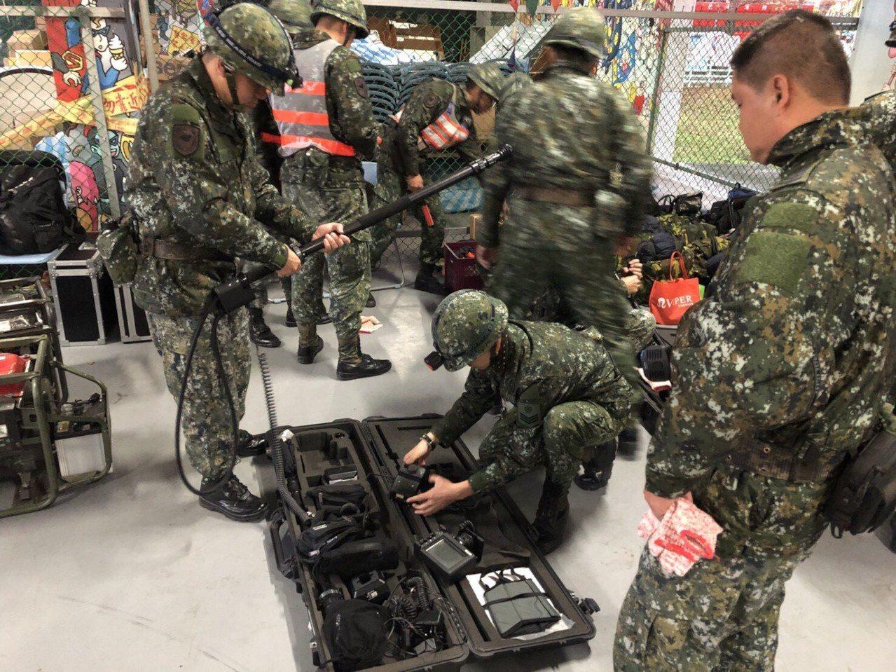 國軍工兵部隊使用的「雙模熱影像」生命探測器,是96年採購獲得,製造商是法國LIF...