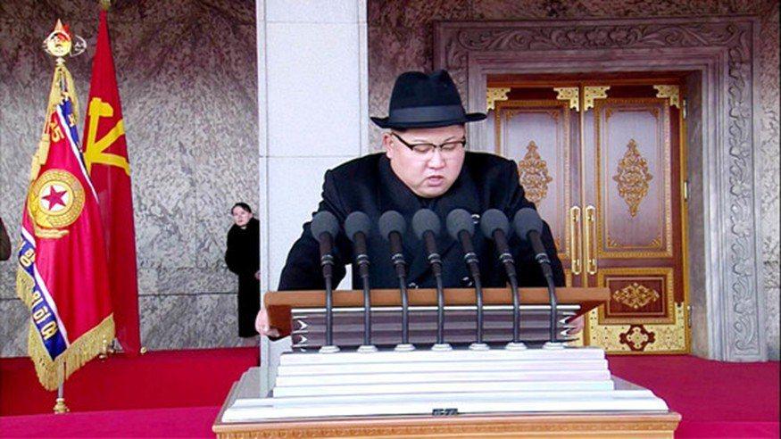 2月8日,朝鮮在平壤金日成廣場舉行70周年建軍節閱兵儀式。哥哥金正恩在發表演說時...