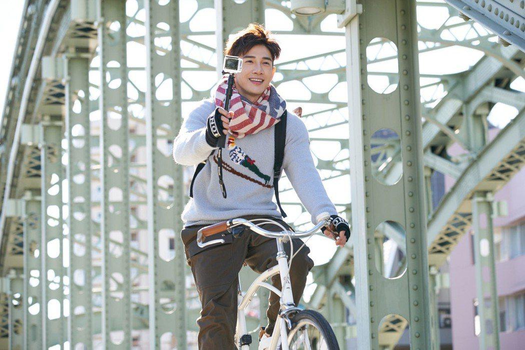 張立昂成為台灣時尚旅遊誌開春封面人物。圖/潮旅Ciao提供