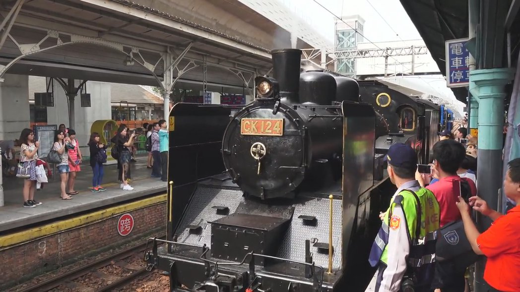 台鐵1月至3月推出四趟郵輪式列車行程,其中,退役的DT668蒸汽火車將於2月24...
