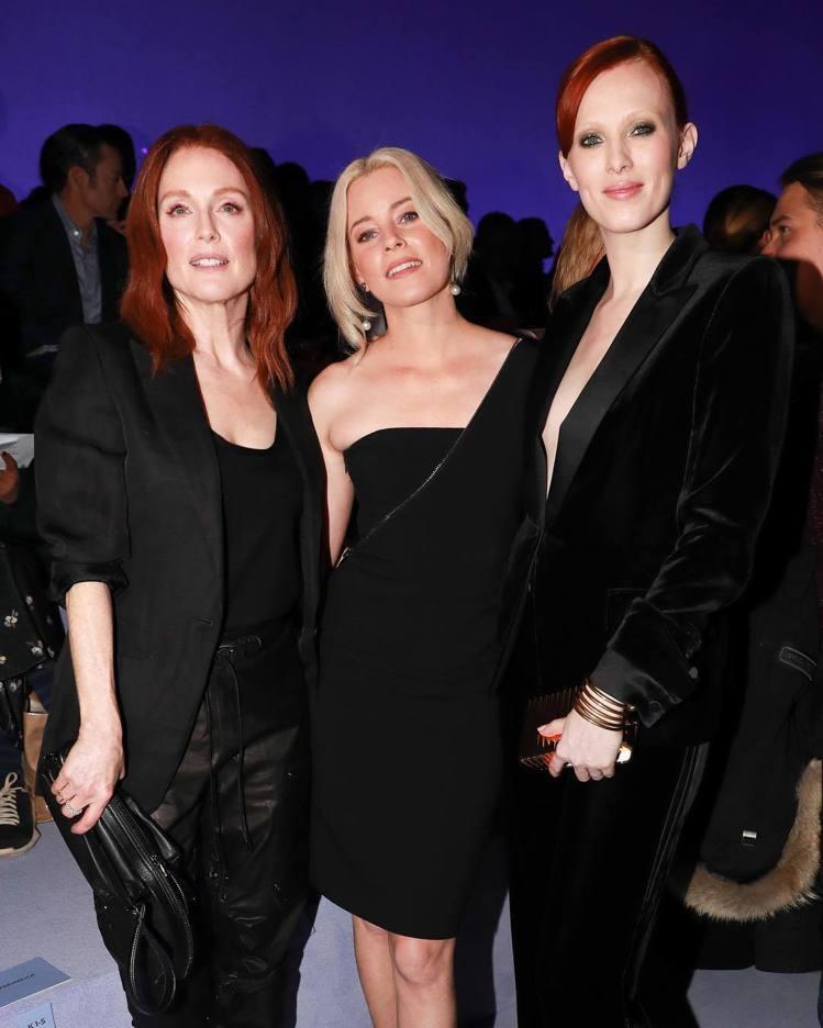 茱莉安摩爾、伊莉莎白班克斯和名模凱倫埃爾森都是TOM FORD看秀嘉賓。圖/取自...