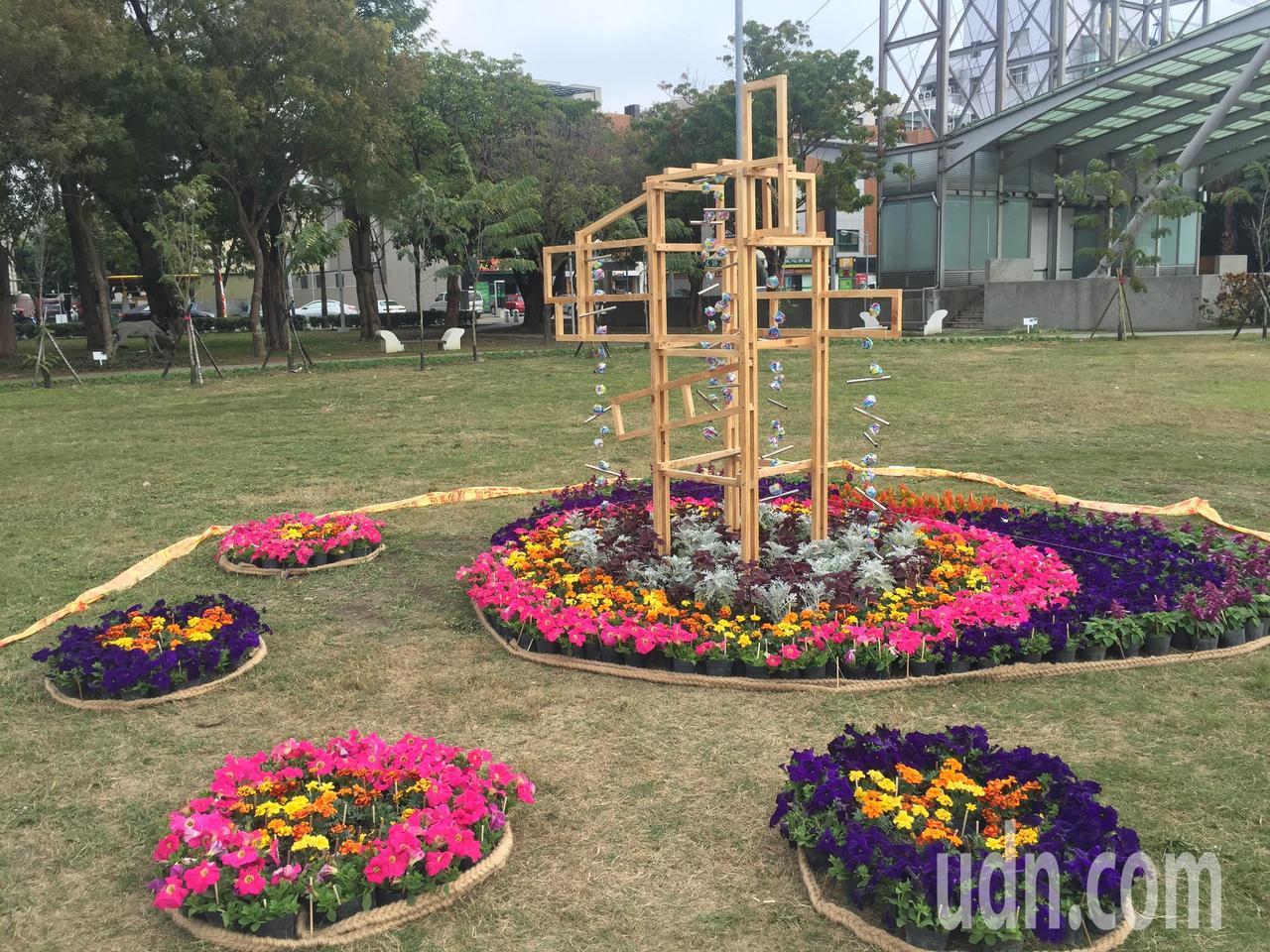 南瀛綠都心公園有花藝創作展。記者吳政修/攝影