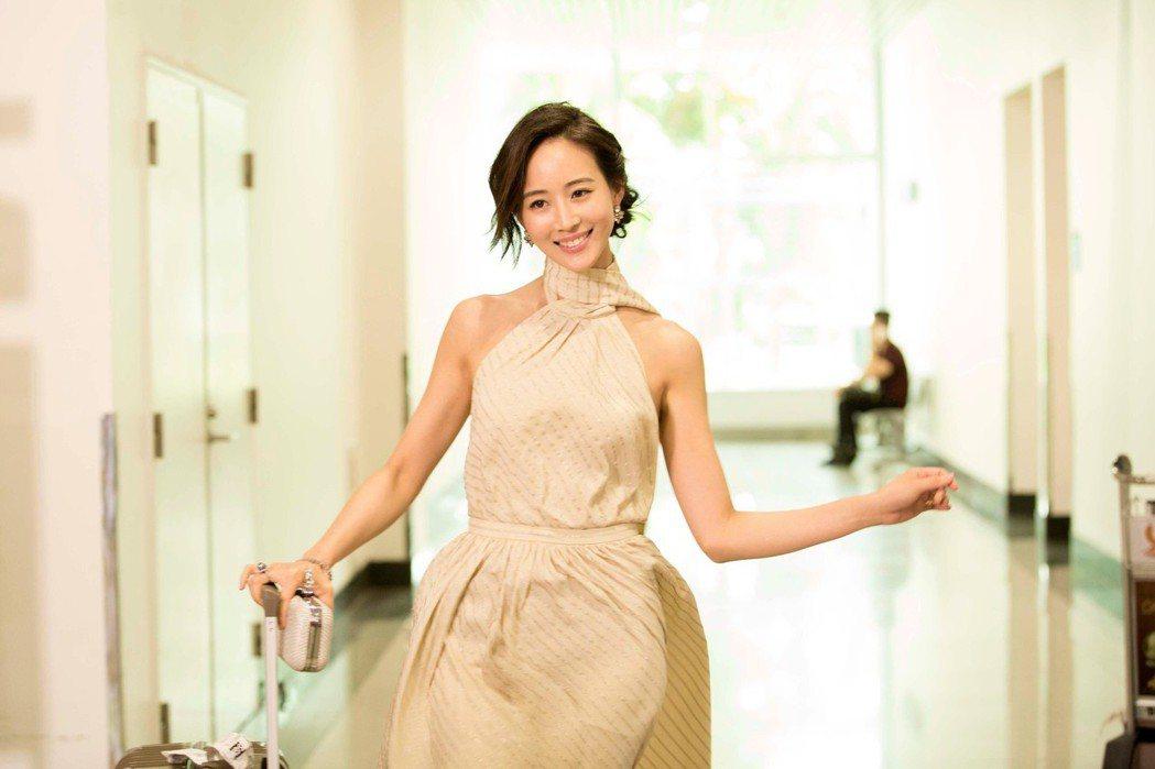 張鈞甯在「閨蜜2」造型美麗優雅。圖/華映提供