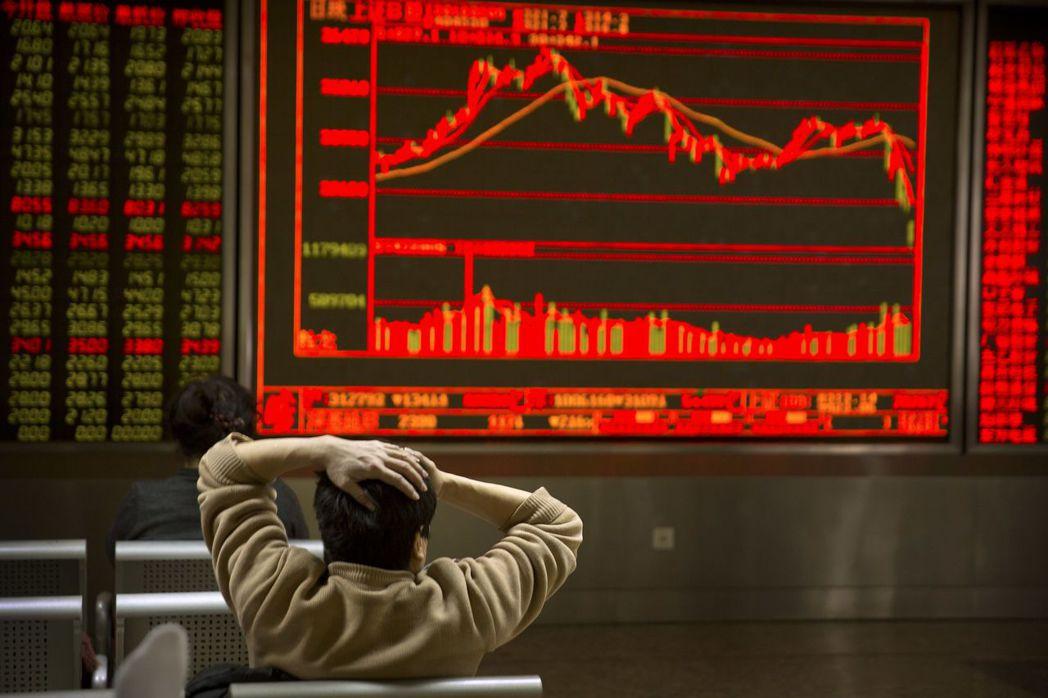 全球股市強震,中國和香港股市失血最多。(圖/美聯社)