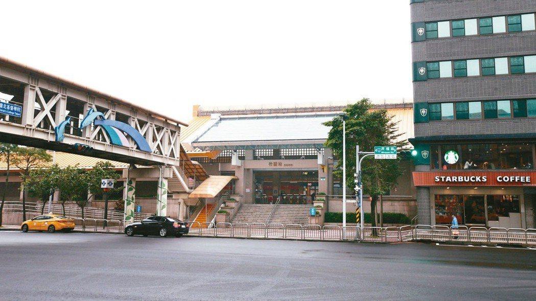 竹圍位於新北市與台北市交界處,擁捷運、學區、醫院,生活機能健全。 記者蘇健忠/攝...