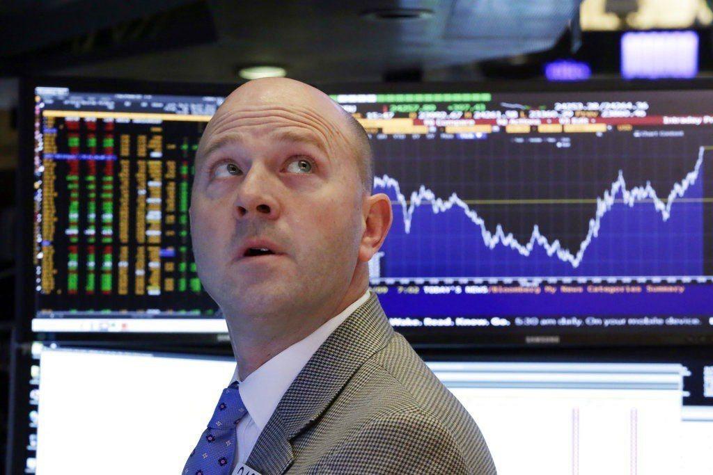 華爾街股市今天震盪激烈,收盤前一小時迅速拉高,終場勁揚。 美聯社