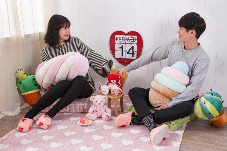 生活工場推出造型抱枕,880元起。圖/生活工場提供