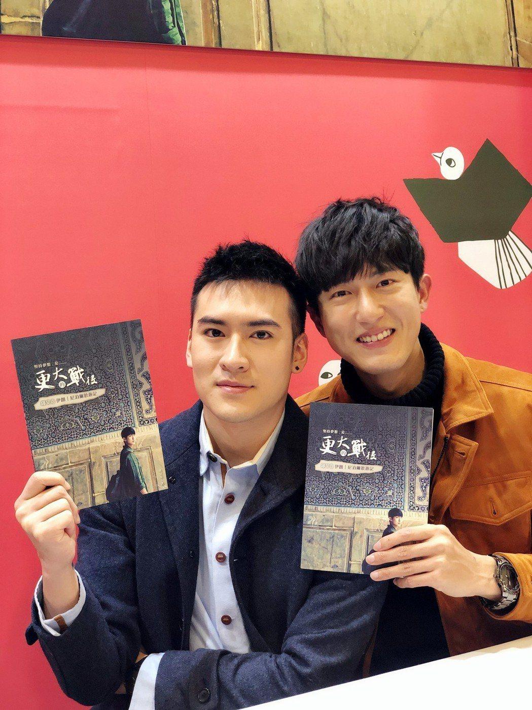 邱昊奇出書,沈建宏(左)特地前往站台  圖/達騰娛樂提供