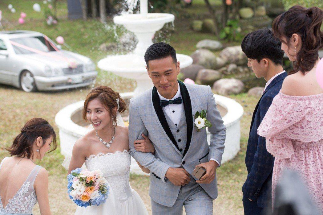 豆花妹(左二)和鍾承翰拍結婚戲 圖/三立提供