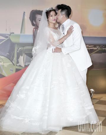 民視演員吳皓昇與文汶愛請長跑9年,晚上在君品酒店舉行婚禮。