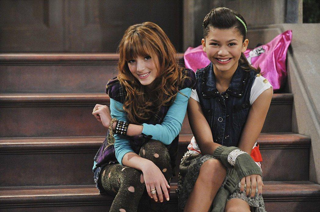 「舞動青春」中貝拉索恩(左)和辛蒂亞都是甜美少女。圖/摘自imdb
