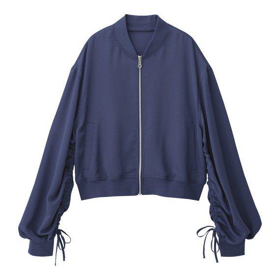 女裝設計袖外套(紫)990元。圖/GU提供
