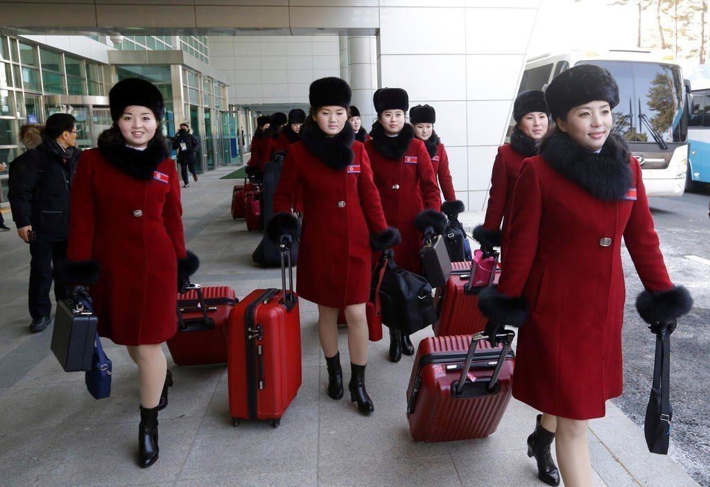 140名北韓藝術表演團成員在7日抵達南韓。路透