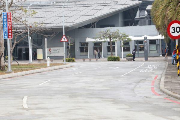 高鐵台南站增設U型載客接駁車道以縮短接駁距離。圖/台南市政府提供
