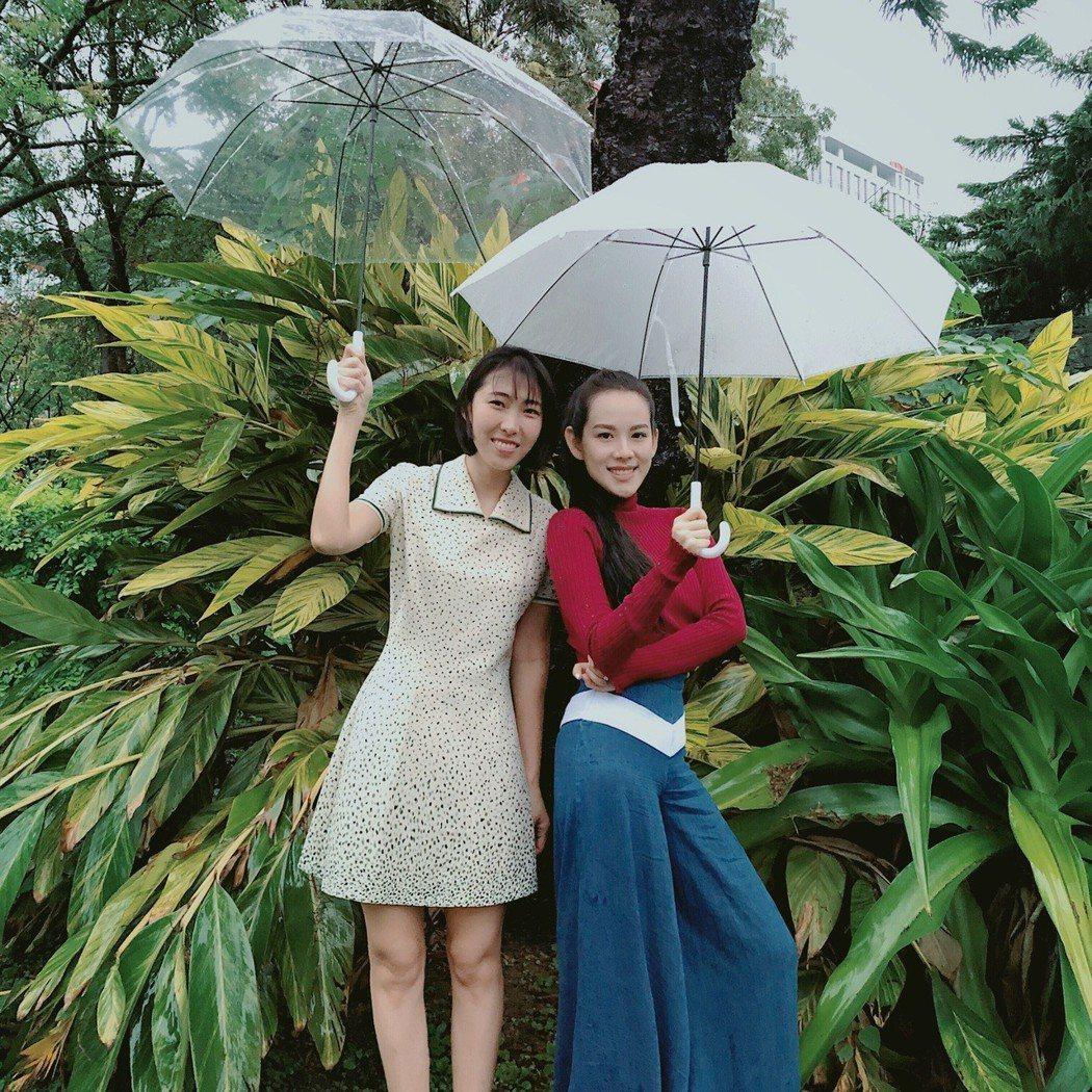 王詩安(右)、王若琳合作寫歌。圖/賦音樂提供