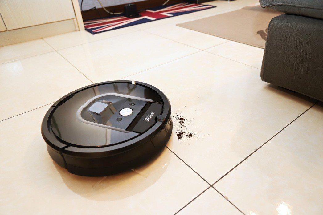挑戰惱人咖啡粉,說真的一下子成iRobot Roomba 980wifi就找到咖...