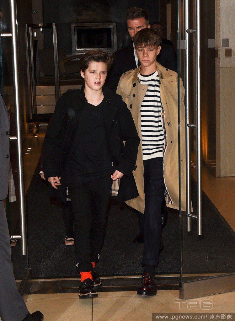 克魯茲貝克漢穿著一身黑,腳上的橘色襪子是亮點。圖/達志影像