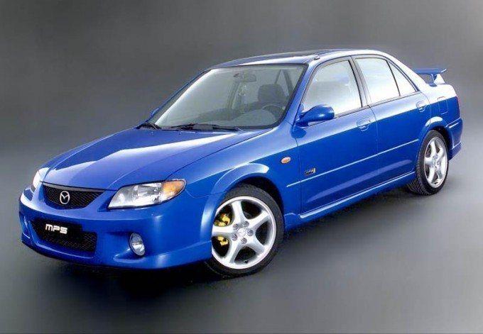 Mazda323 當時可是少數小車主打個性風格呢。 摘自MAZDA