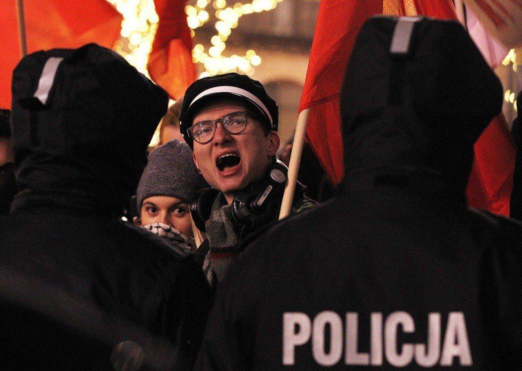 卡欽斯基想像中的波蘭國族,純粹是以納粹佔領下的被害者姿態,建立愛國認同。圖為波蘭...