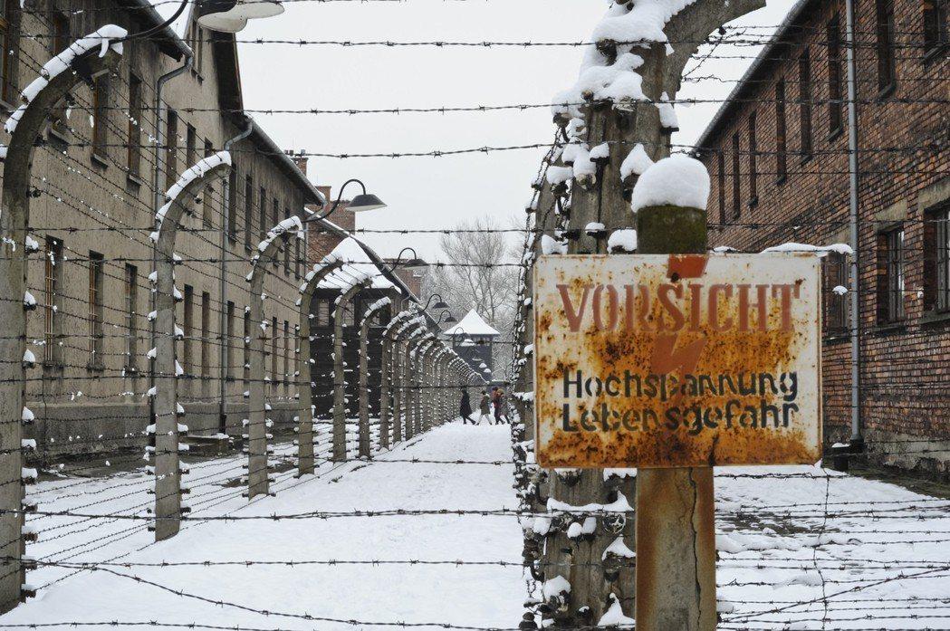 今日的奧斯威辛。究竟波蘭國族所背負的,是只有苦難和榮耀,還是也有難以釐清的罪孽和...