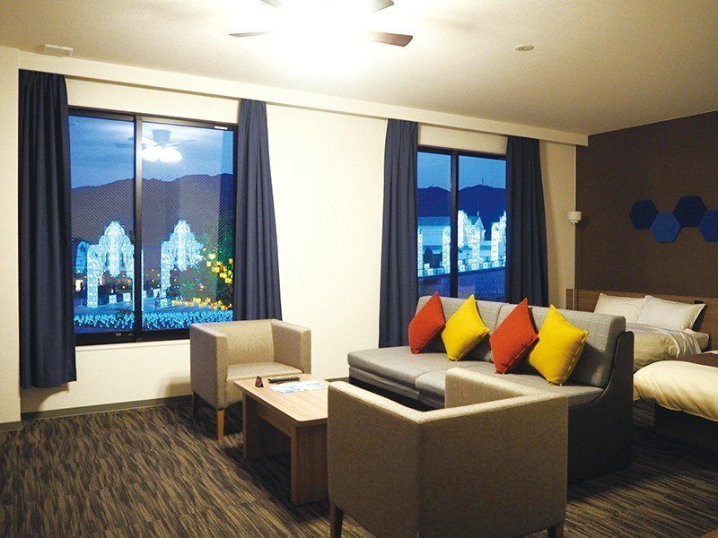 客房不但嚴選傢俱、寢具,房內還設有互動型聲控裝置。