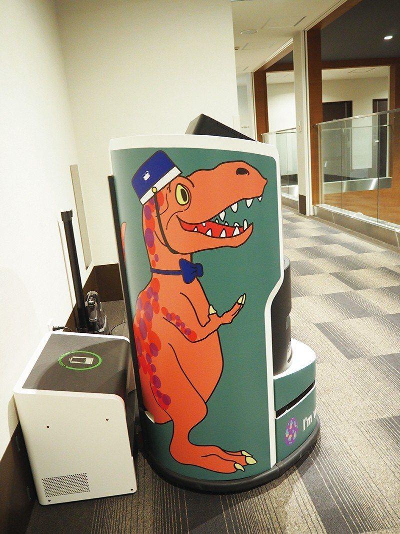 每層樓都有搬運行李的機器人,活潑的恐龍圖案相當可愛。