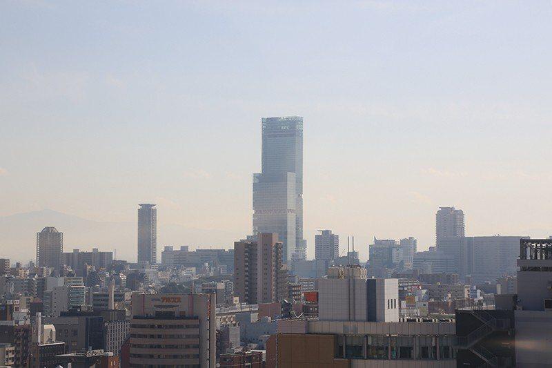 乘上摩天輪,除了腳下是大阪鬧區街景,遠方也能眺望天王寺、海闊天空大廈等美景。