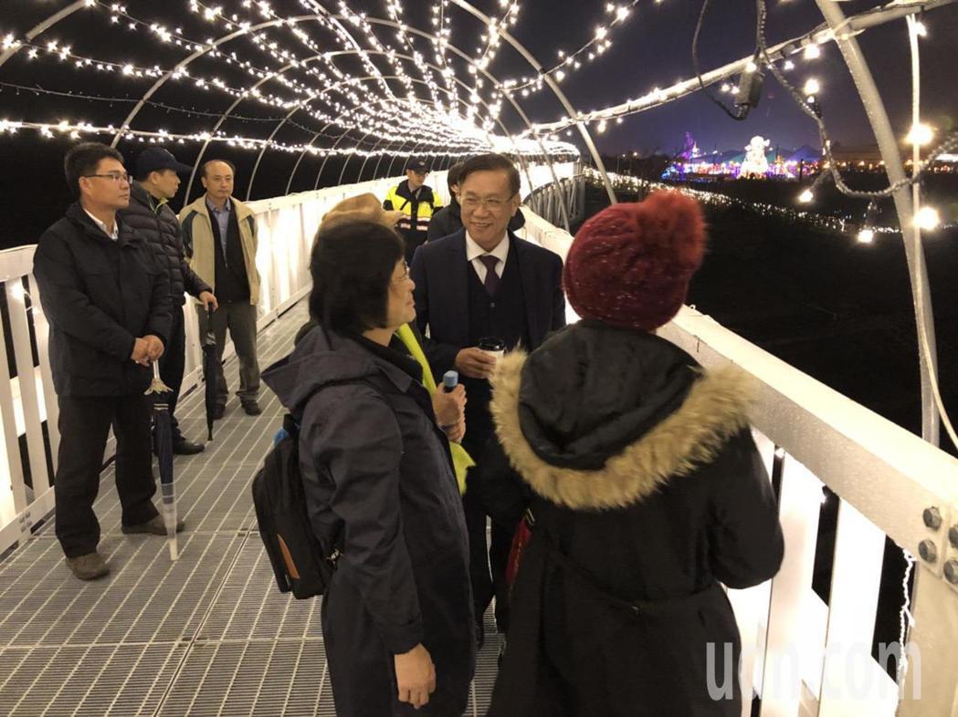「貓羅溪人行橋」串連南投燈會和沙雕園區。記者張家樂/攝影