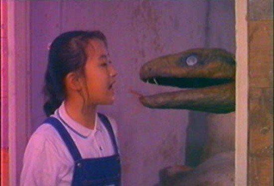 「大蛇王」主打童星珮珮和蛇的對手戲。圖/摘自HKMDB