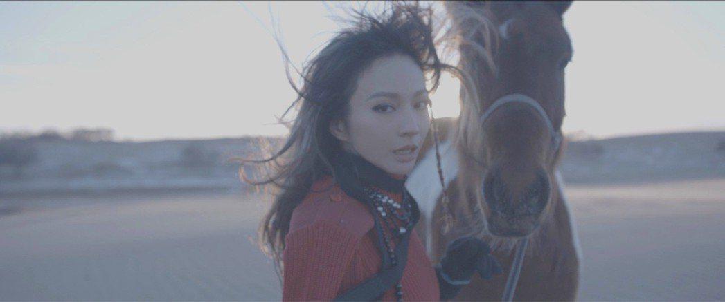Faye赴內蒙古拍MV。圖/我做了有限公司提供