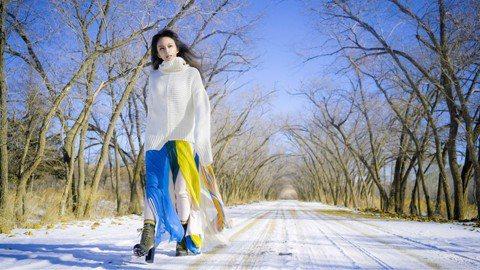 F.I.R.樂團各自單飛後,主唱Faye在農曆年前推出個人新作品「蒼穹」MV,寫歌傳達目前的感情觀,沒想到自己的詞曲創作竟讓她等到一位真命天子!遠赴內蒙古拍攝這支MV的她,除了忍受空拍機墜機、無人區...