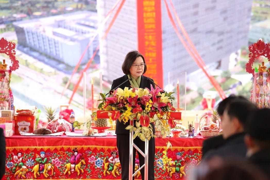 總統蔡英文今天也蒞臨新竹生物醫學園區,她表示,為了推動產業創新,政府特別將生技產...