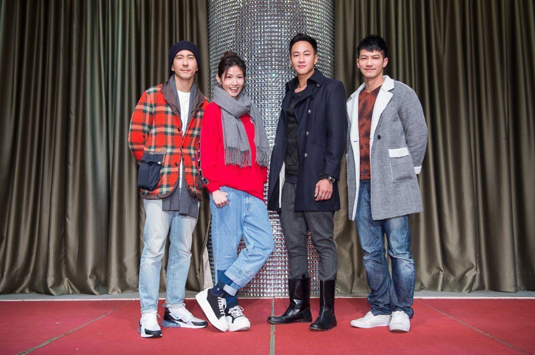 鄒承恩(右起)、何潤東、李千娜、修杰楷出席「翻牆的記憶」殺青。圖/TVBS提供