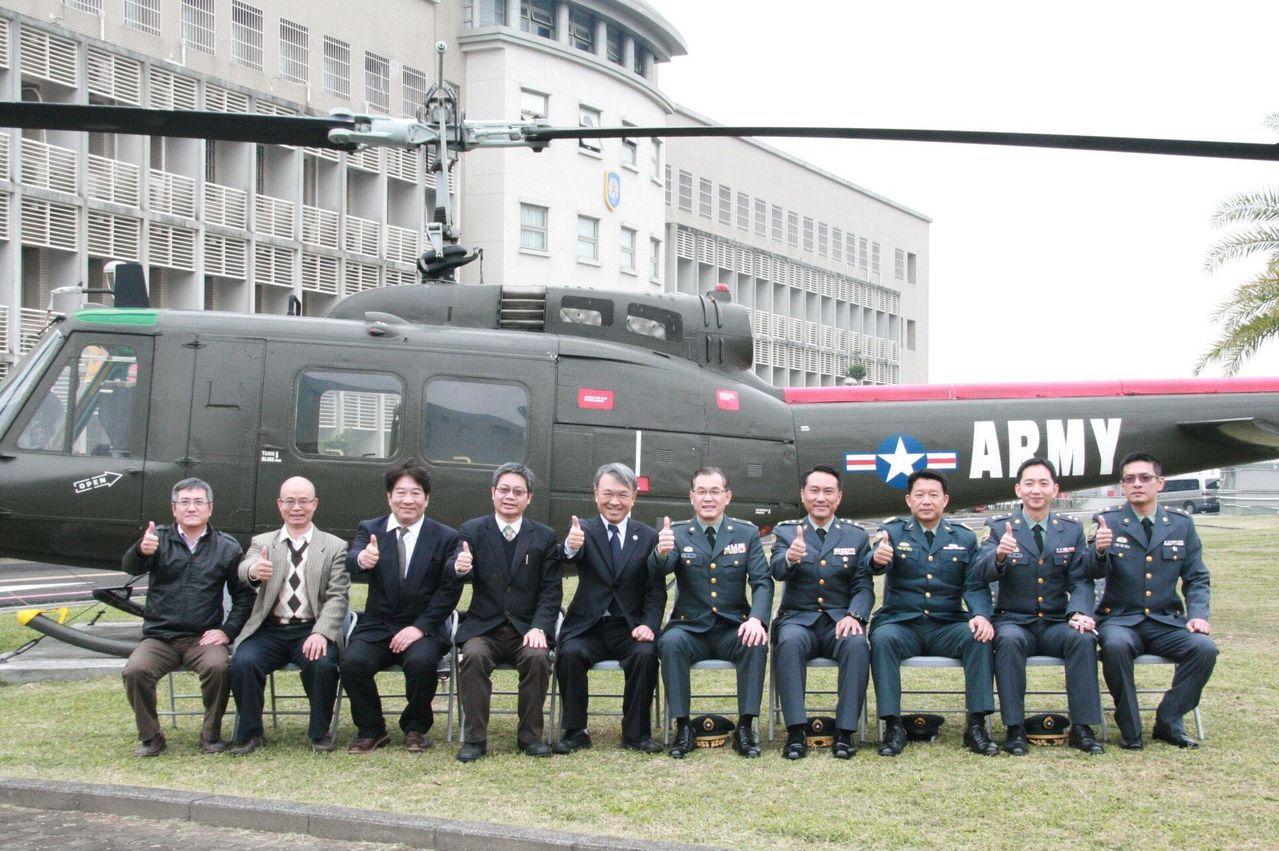義守大學與陸軍航空基地勤務廠締結策略聯盟,將在歸仁營區設置教學點。圖/義守大學提...