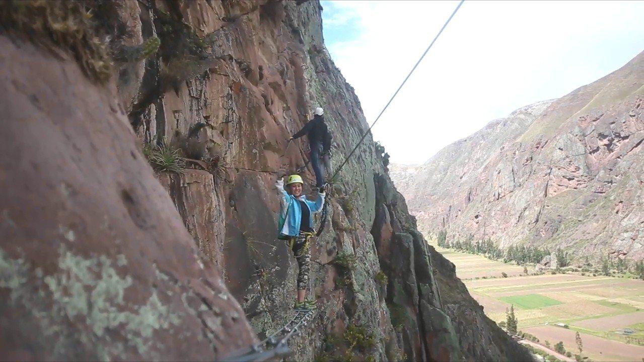 遊客必須攀爬400多公尺才能抵達玻璃旅館,過程驚險刺激。Natura Vive