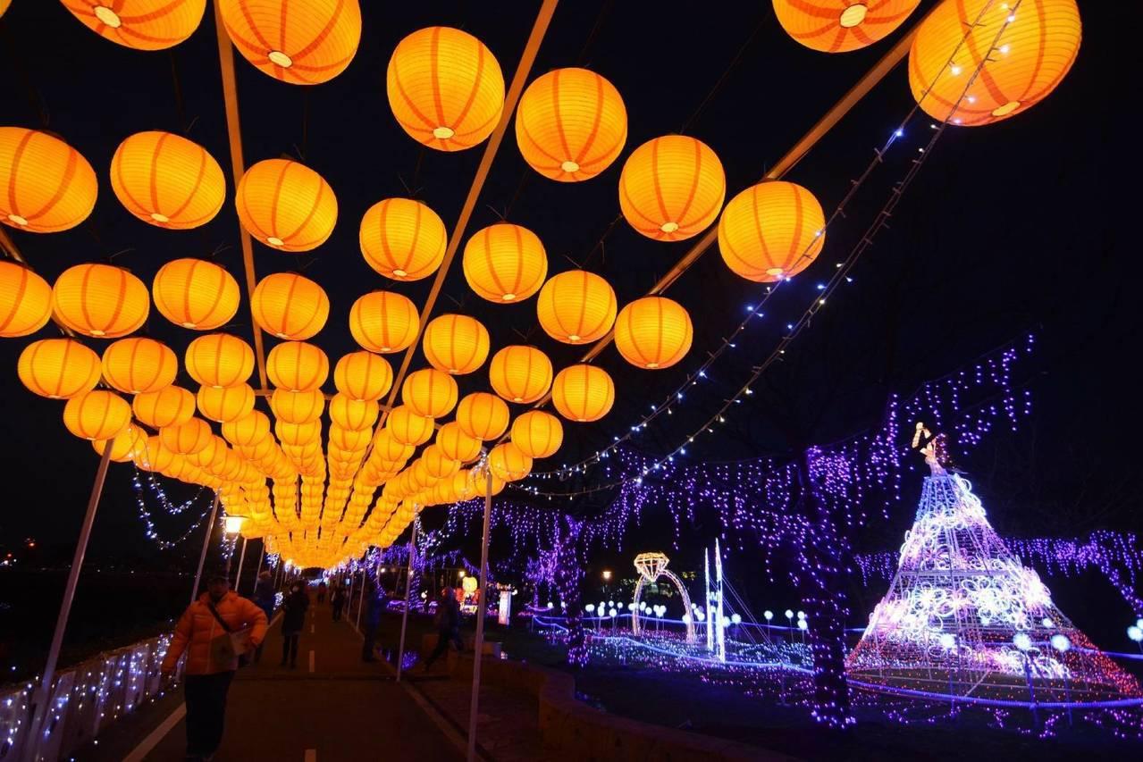 2018桃園燈節即將在年初六21日點燈開啟,桃園主燈區的「事事如意」花燈,設計「...