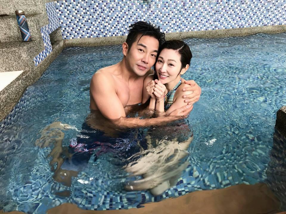 謝承均(左)與曾菀婷寒流天拍攝下水戲。圖/摘自臉書