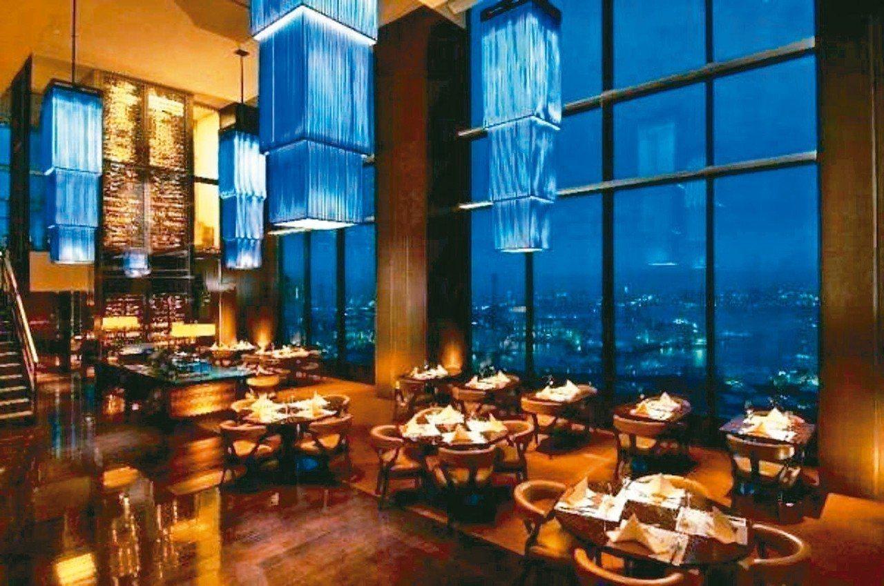 可以鳥瞰東京灣的米其林一星China Blue餐廳。 圖/有行旅提供